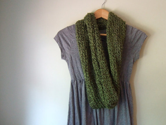 Chunky Infinity Scarf - Green Olive Color