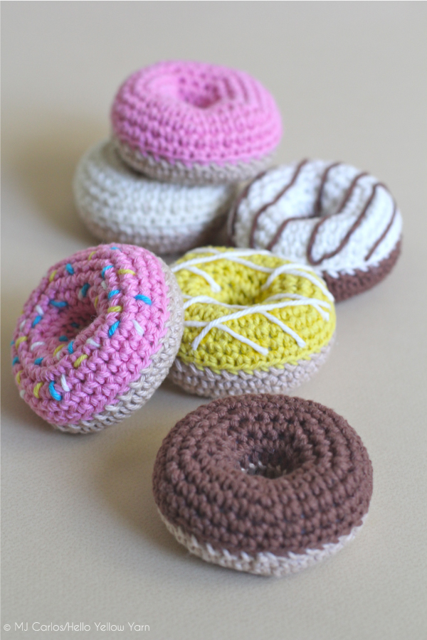 Yummy Crochet Donuts // Hello Yellow Yarn